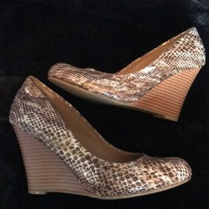 Report snake skin leather Wedge